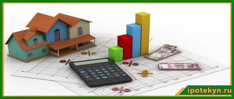 дом и калькулятор на столе